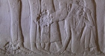 Group of mourners, one of them making nwn m gesture of pulling her frontal lock of hair. Relief from the mastaba of Mereruka. VI Dynasty. Photo: Mª Rosa Valdesogo Martín.