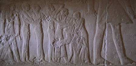 Relief of mourners, one of them pulling her frontal lock of hair. Tomb of Mereruka in Saqqara. Ancient Egypt. VI Dynasty. Photo: Mª Rosa Valdesogo Martín.