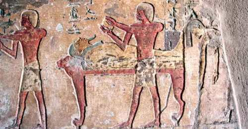 The mourner on the right shows the hair to the deceased. Relief from Renni's Tomb in el-Kab. Photo: www.egyptraveluxe.blogspot.com