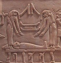 Mourners over the corpse. Detail of the stele of Akbaou. XI Dynasty. Photo: www.commons-wikimedia.org