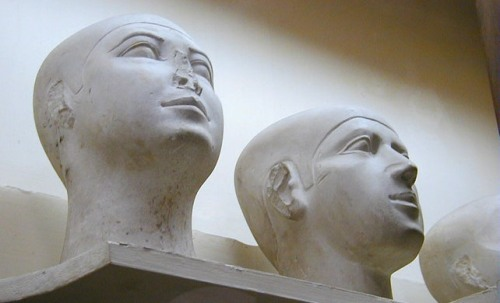 Magical heads from Giza. IV Dynasty. Cairo Museum. Photo: www.wikipedia.org