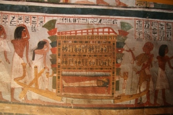 Isis and Nephtys are at both extremes of the mummy. Behind Roy's wife mourns her husband's death. Painting from the tomb of Roy in Dra Abu el-Naga. XVIII Dynasty. Photo: Mª Rosa Valdesogo Martín.