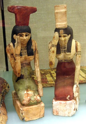 Statuettes of Isis and Nephtys mourning. Ptolemaic Period. Metropolitan Museum of Art of New York. Photo: www.metmuseum.org