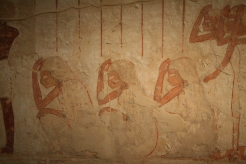 Group of mourning women. Unfinished painting from the tomb of Userhat in Gourna. XVIII Dynasty. Photo: Mª Rosa Valdesogo Martín.