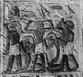 Mourning men pulling hair. Relief from the matasba of Idu in Gizah. VI Dynasty. Photo: www.antiguoegipto.org
