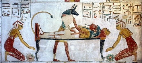 Isis and Nephtys at both extremes of the corpse with shen rings. Tomb of Siptah. XIX Dynasty. Valley of the Kings. Ancient Egypt. Photo: www.thethebanmappingproject.com