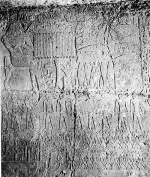 Qar sits in front of his funerary offerings. Scene at the top of the north wall. Funerary ceremony below. Ancient egyptian funerals. Tomb of Qar in Giza. V-VI Dynasty. Photo: W. K. Simpson.