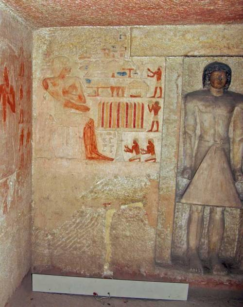 Funerary chapel of Iasen-front view with statue. Giza. Ancient Egypt. osirisnet